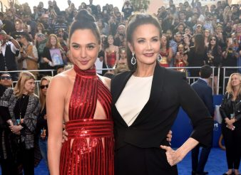 Lynda Carter with Gal Gadot at premiere for Wonder Woman movie /photo: The Sun